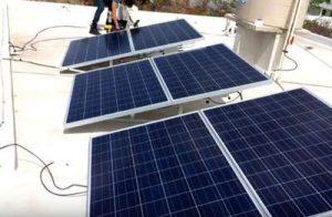 Paneles solares hacen funcionar el aire acondicionado consumo