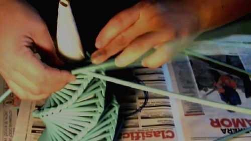 hacer arbol de navidad con material reciclado